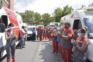 Con una emotiva caravana de ambulancias, homenajearon al pediatra fallecido